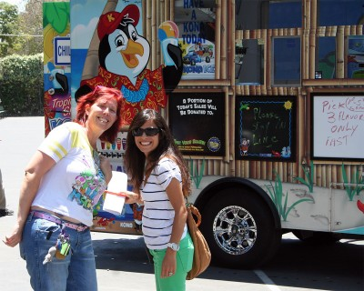 Jenna and Mo in front of the Kona Ice Truck